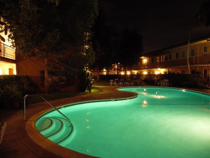 bazén v šeru